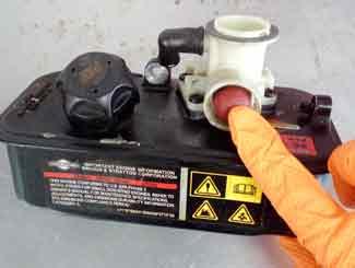Primer bulb on the carburetor