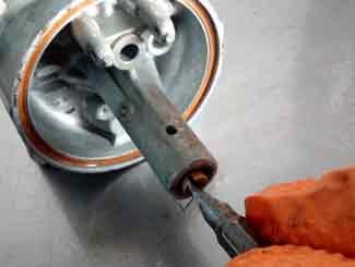 Carburetor jet removal