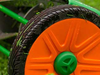 Manual mower wheels