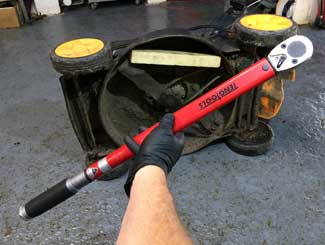 Mower blade torque spec