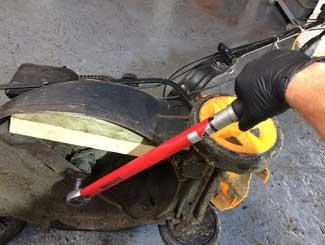 Mower blade bolt types