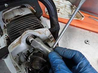 Chainsaw plug